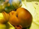 Bebe ODIA Como Canta Mama! ★ bebes divertidos   risa bebe   bebes chistosos   bebe humor