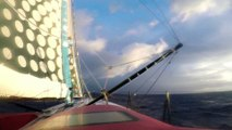 J79 : Eric Bellion dans un grain au soleil levant / Vendée Globe