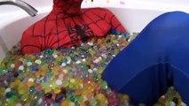 СДЕЛАЛ ДЖОКЕРА УБИЛИ В РЕАЛЬНОЙ ЖИЗНИ ??? НЕРФ война Джокер против человека-паука плохая девочка Эльза какашки цветные шарики