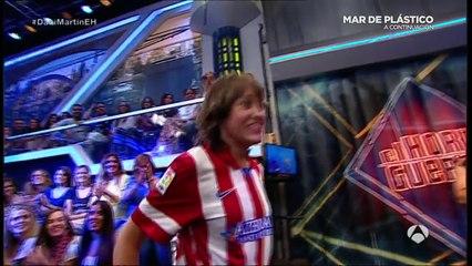 Dani Martín besa en la boca a una de sus fans en  El Hormiguero