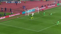 Mesut Özil qui a fait très mal, coup du sombrero sur le gardien, et RIP aux deux défenseurs !