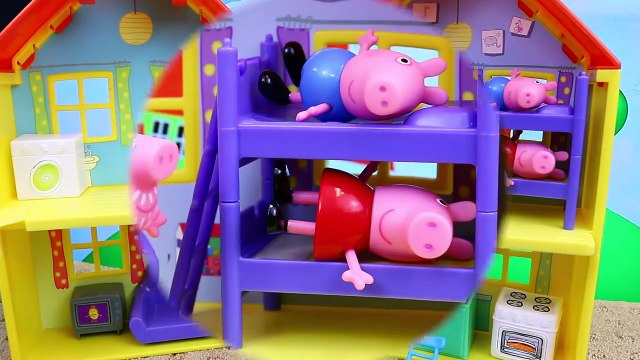 Peppa Pig & George Pig FIGHT Pirate Candy Cat on Pirate Ship Construction Set Peppa Legos Mega Bloks
