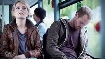 Dérangée par un passager endormi, cette jeune femme se montre très très chaude