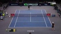 Quand le joueur Stan Wawrinka recadre Jean-Vincent Placé lors d'un match de tennis - Regardez