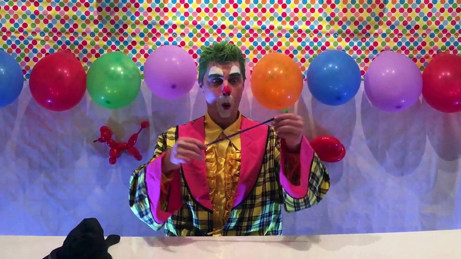 Funny kid's CLOWN Biffy makes a Balloon Sausage Dog. Funny kids video's