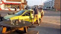 Une Opel Corsa transformée en voiture à pédales fonctionnelle