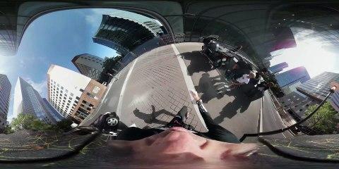 Alain Robert escalade la tour Engie à la Défense - 360° - Version courte - ZERO LIMITE, vendredi 11 novembre sur C8