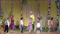 Выступление детей Милана 5 лет Танцует Россия Уфа childrens holiday tree girl Dancing 5 years