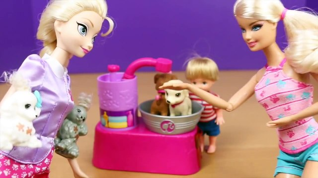 Frozen Elsa and Kids Dog Washing Grooming with Barbie Suds & Hugs Pups Dog Toys DisneyCarToys