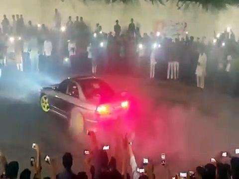 Faisalabad Auto Show Drifting 2016 | Drifting in Faisalabad Auto Show 2016