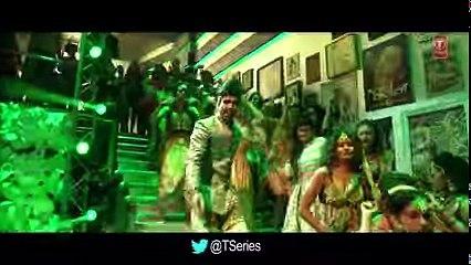 Mouni Roy Sizzles In 'Ki Kariye Nachna Aaonda Nahin' Song From Tum Bin 2