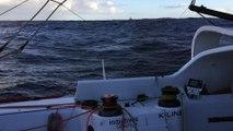 Tanguy de Lamotte suivi par des dauphins ! Vendée Globe