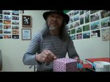 Nhà thơ Dr. Yêu và món quà tặng từ Việt Nam