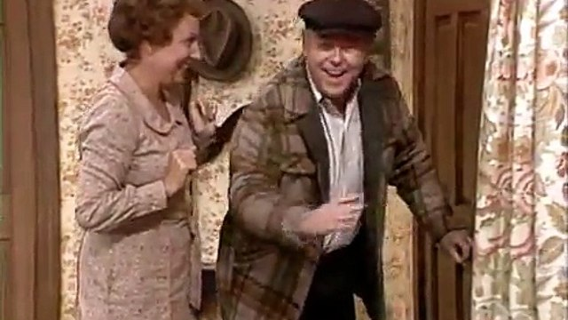 All in the Family S7 E25 - Archies Dog Day Afternoon