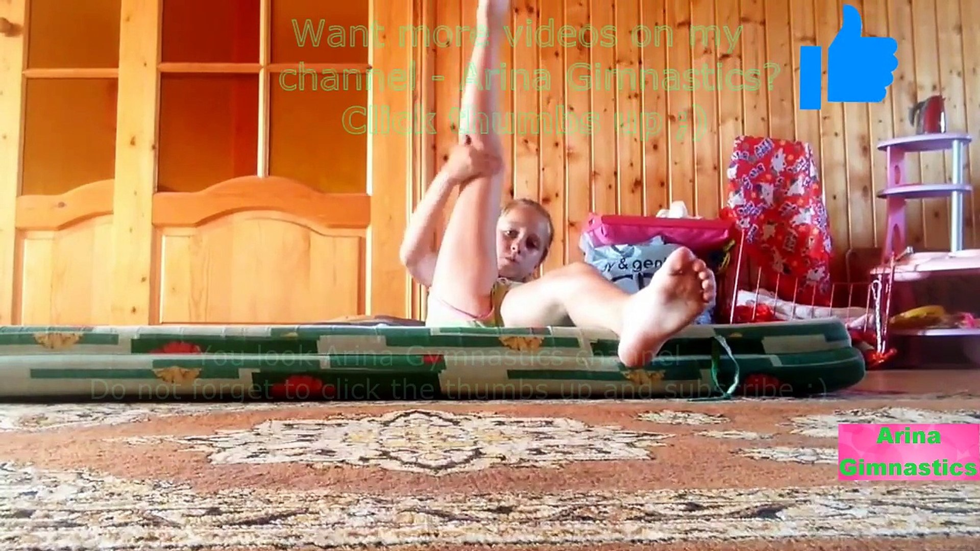 Gymnastics at home. Stretching the splits. Гимнастика дома. Растяжка