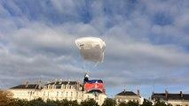 11-Novembre. Et soudain des parachutistes atterrissent place Leclerc