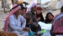 عائلات سورية تنزح من ريف الرقة الشمالي هربا من المعارك