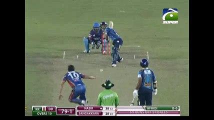 Shahid Afridi 2 wickets against Dhaka Dynamites