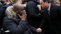 Parigi, Hollande rende omaggio alle vittime delle stragi dell'anno scorso