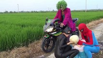 Moto crash Frozen Elsa Spiderman rob Joker moto Fun Superhero movie real life Catwomen Hair