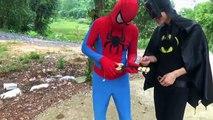 Spiderman Frozen Elsa, Anna vs Batman drink Beer, Family fun Prank Fart Joker, marvel, ghost, zombie