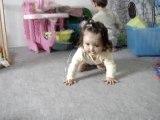 Lilou marche à quatre pattes !
