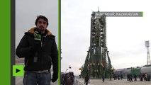 Un prêtre orthodoxe bénit la fusée Soyouz de Thomas Pesquet avant son départ