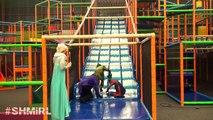 Is Spiderman Kissing Anna Or Elsa w Frozen Elsa Spiderman Pink Spidergirl Joker SHMIRL