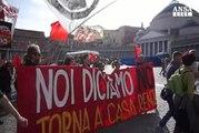 Centri sociali in corteo a Napoli per il 'no' al referendum