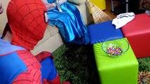 Spiderman Cooking Pizza Mc lanche feliz Pets Mc Donalds w/ Frozen Superhero In Real Life IRL ;)