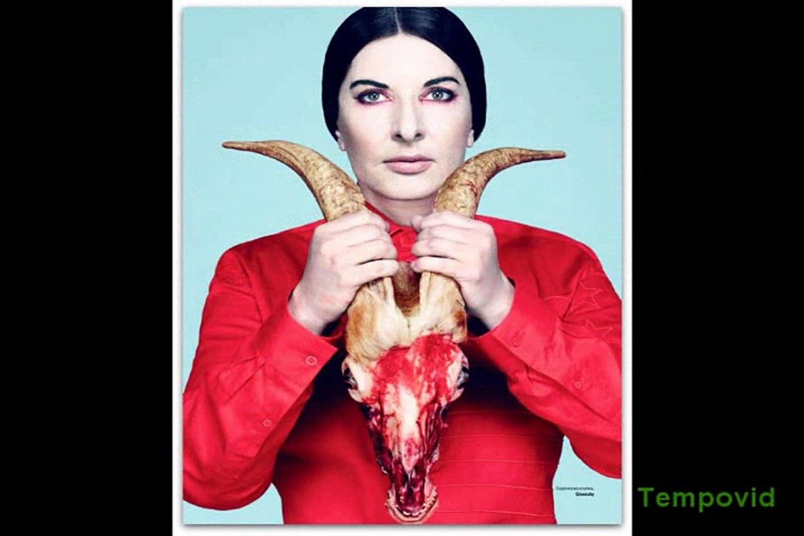 Jefe de campaña publicitaria de Hillary Clinton invitado a una cena satánica.
