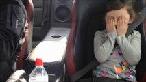 Elle adore la vitesse alors quand papa l'emmene dans sa Nissan GTR...