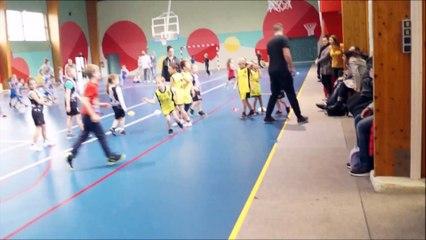 Et un dab à l'école de basket!!!!