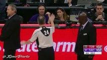 Fou de rage contre les arbitres, Dwane Casey fracasse sa tablette au sol