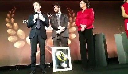 Manuel Valls salue la victoire de Maxime Machenaud