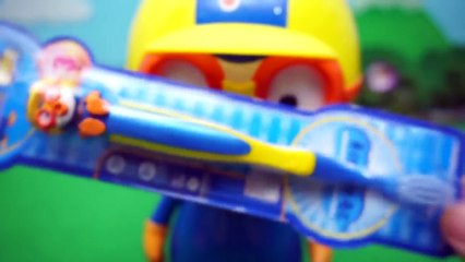 Brush Pororo's teeth with a Pororo toothbrush,Sand play and bubble play