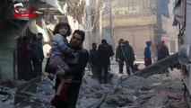 Diez días de bombardeos del régimen sirio dejan casi 300 muertos en el este de Alepo