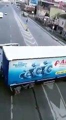 İstanbul Şile otobanında 'U' dönüşü yapan TIR şoförünün neden olduğu kaza