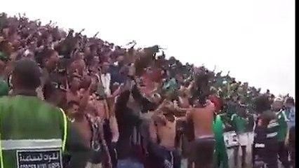 Quand les supporters marocains du Raja Casablanca chantent sur l'Algérie