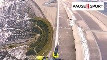 Rider VTT en équilibre à 200 mètres de haut