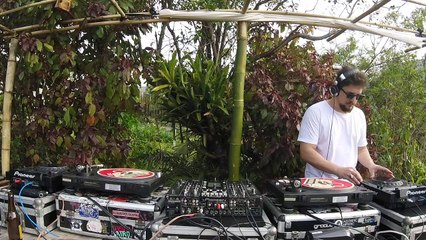 Moka Silvy DJ Set - Quarto/Fresta