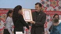 Perezagua recibe el Premio Sor Juana Inés de la Cruz en México