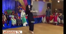 Pakistani Beautiful Girl Mehndi Dance On Punjabi Song HD