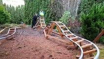 Il crée un manège pour ses enfants dans son jardin