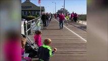 Pas sur que ces 2 enfants encouragent vraiment maman pour le marathon... Ahahha