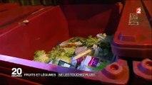 Des jeunes font leurs courses de fruits et légumes... dans les poubelles des supermarchés ! Regardez