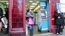 Cette femme est victime d'une « explosion » de ses règles au beau milieu d'une place publique à Londres