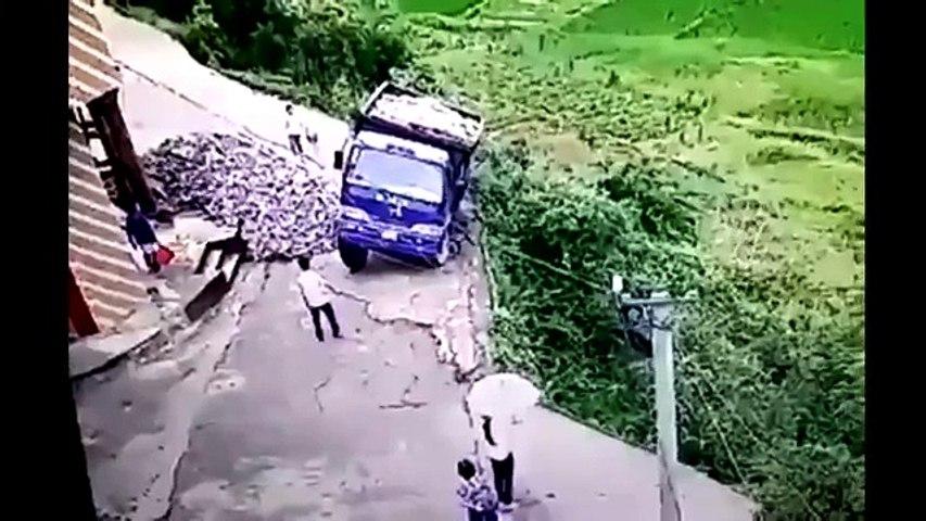 Un sorprendente salto lo salvó de caer al precipicio