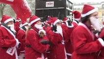 Nel centro di Stoccolma la maratona dei Babbi Natale