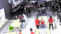 En un par de segundos robaron una tienda de Apple